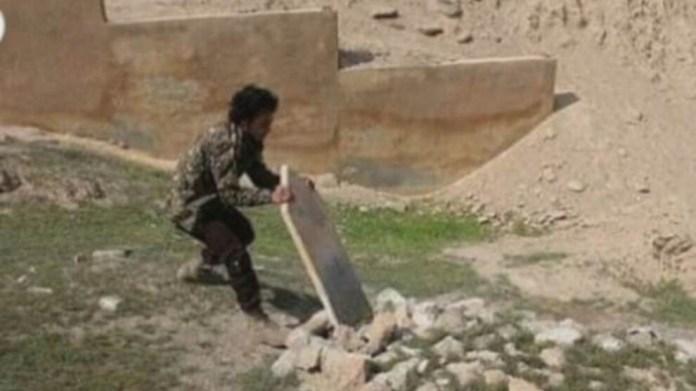 L'Organisation des droits de l'homme d'Afrin a déclaré samedi que des groupes de mercenaires affiliés à la Turquie ont détruits les pierres tombales à Afrin pour les vendre et les utilisées afin de construire des clôtures dans les jardins de leurs maisons.