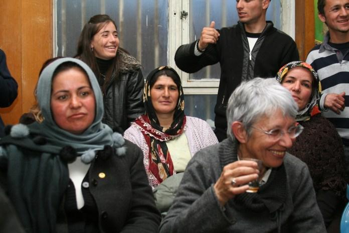 Sylvie Nordmann, parisienne de Montargis , adhérente des Amitiés kurdes de Bretagne, est décédée à l'âge de 75 ans des suites d'une maladie invalidante qui la faisait cruellement souffrir sans jamais la départir du sourire, de la bonne humeur et de la volonté farouche de vivre qui ne l'ont jamais quittée. Elle fut la compagne du peintre sculpteur Edgard Pillet, décédé en 1996, et était la présidente de l'association des amis d'Edgard Pillet qui entretient la mémoire de ce grand artiste de l'art abstrait. Elle est décédée dans l'après-midi de ce jeudi 23 septembre. Nous présentons à ses fils, à ses petites filles et à toute sa familles nos sincères condoléances.