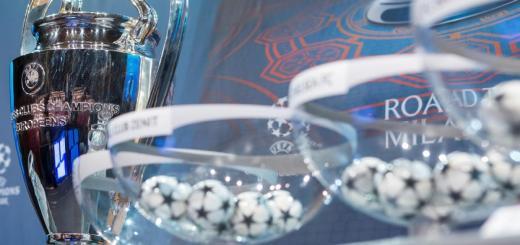 Der Champions-League-Pokal vor der Auslosung der Gruppenphase im Grimaldi Forum in Monaco. © dpa