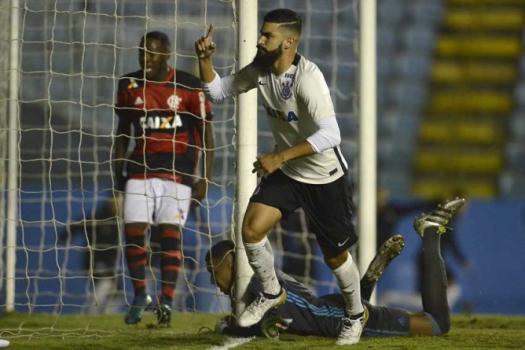 Corinthians vence Flamengo, e Copinha terá campeão de São Paulo