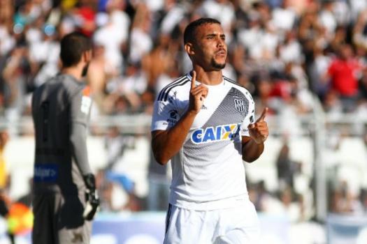 Pottker marca, e Ponte Preta vence o Santos na ida das quartas de final