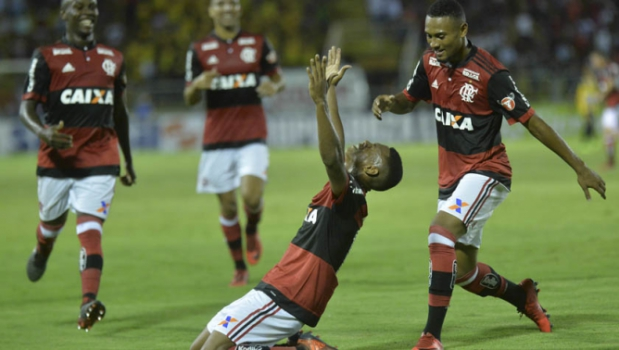 Arrumado e Corajoso, time de garotos do Flamengo vence na estreia do Carioca 2018