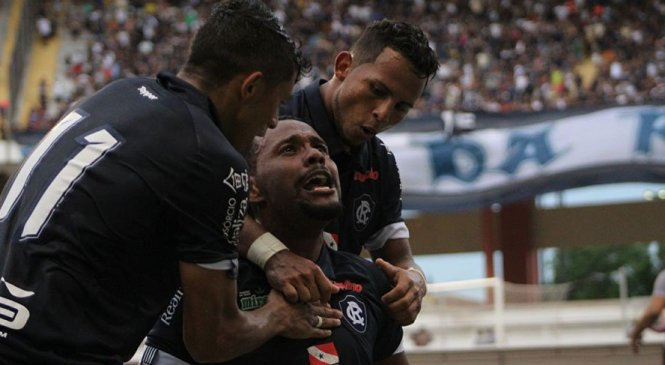 Torcida lota estádio, Remo faz três no Bragantino e estreia com vitória