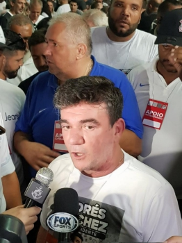 Com confusão no fim, Andrés Sanches vence eleição do Corinthians