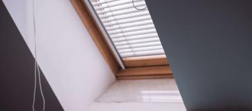 Jak osłonić okno dachowe przed słońcem?