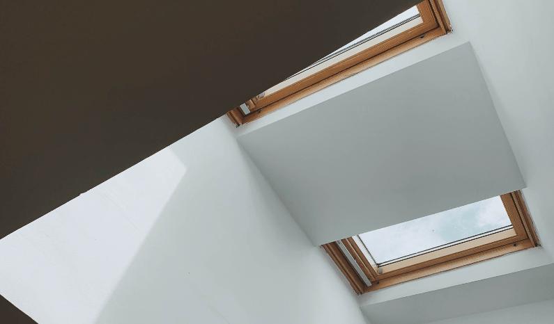 rolety123 jak osłonić okno dachowe przed słońcem
