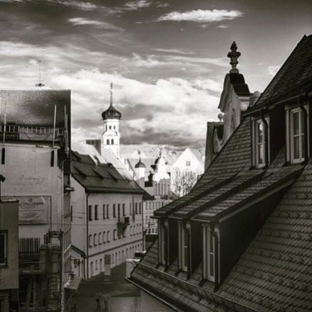 Kemptener Rathaus in schwarz-weiss