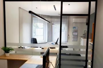 Büro Glastrennwand schwarz
