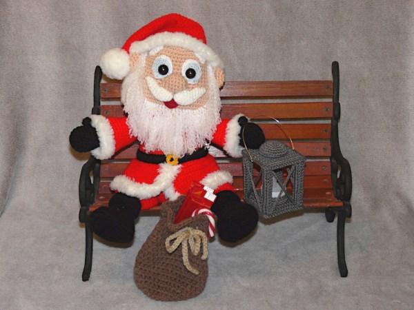 Amigurumis Weihnachtsmann mit Laterne Amigurumi häkeln