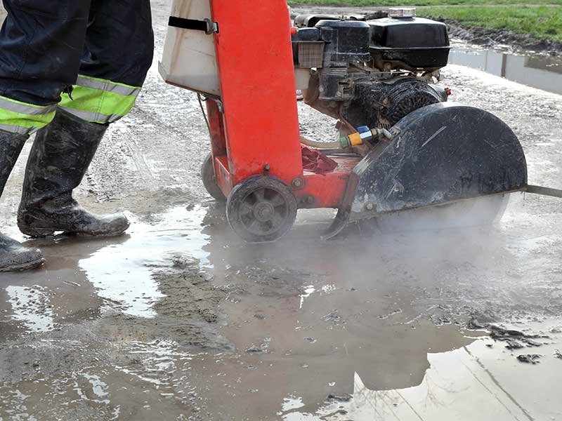 Removing silica dust from concrete cutting