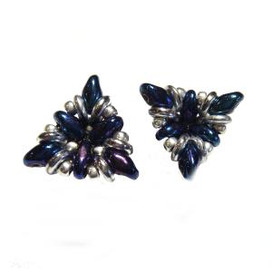 Ohrringe in Dreiecksform in Blau und Silber