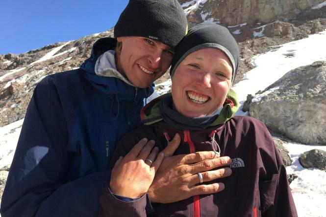 Engagement-on-ak-baital-pas