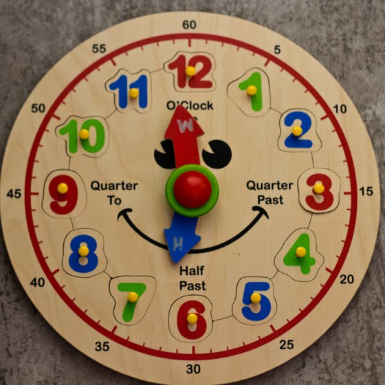 Learning to tell time is more fun with this hands-on activity! | child development, learning through play, preschool math, toddler math, educational toys, preschool toys