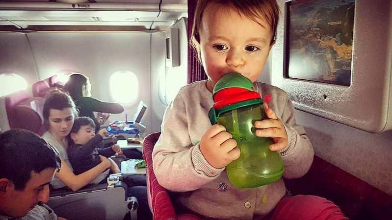 Тодлър в самолет
