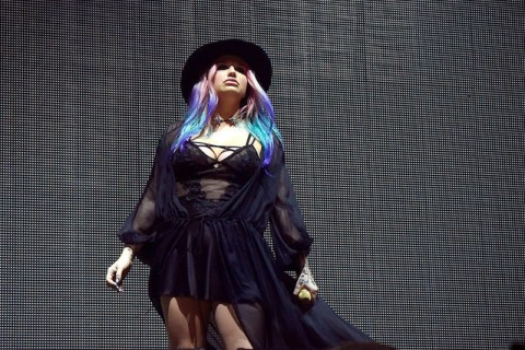 "Kesha at her surprise performance of ""True Colors"" at Coachella 2016. Photo: Sade Adelekan/Flickr"