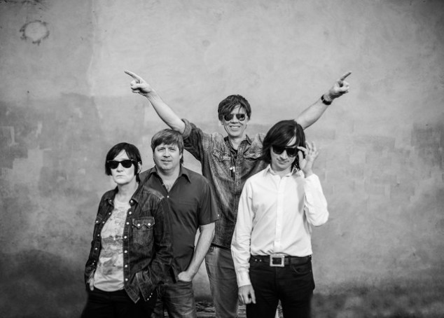 (center) Thurston Moore with his band. Photo: Phil Sharp