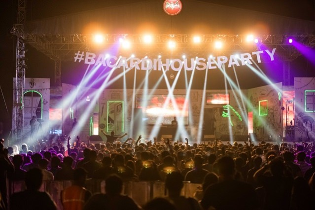 The crowd during desi bass producer Nucleya's closing set on Day 1 at Bacardi NH7 Weekender, Hyderabad 2016. Photo: Clique Photography