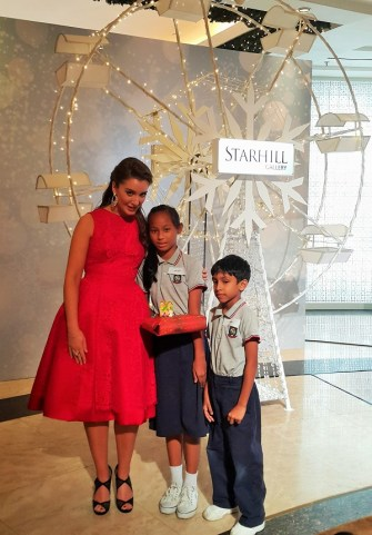 Carly Paoli with children from the Dignity for Children Foundation