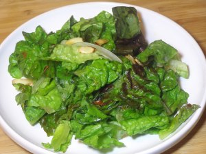 Green Salad with Oil and Vinegar Dressing