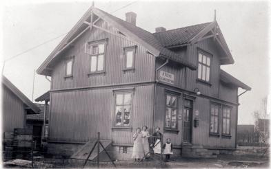 Aimar Olsens Colonialforretning i H. N Haugesvei 63, tidlig på 1900-tallet