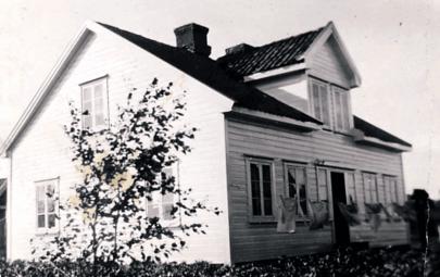 I Ravneveien 33 hadde svensken Johan Rodin forretning i uthuset rundt 1900.