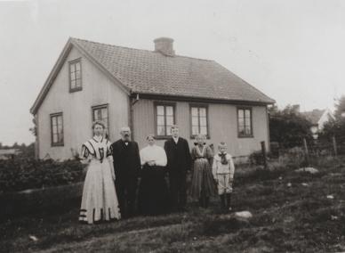 Tiurveien 4. Bolette og Jeremias Hansen. Se Eliassen:153.