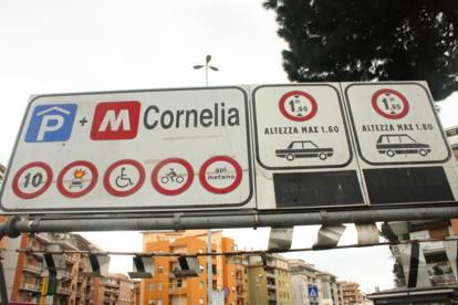 Parcheggio Cornelia, degrado e abbandono nella struttura chiusa dal 2006