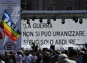 """Emergency e pacifisti in piazza """"L'Italia ripudia la guerra"""""""