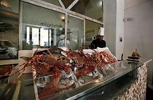 Risto pescheria la nuova frontiera Ostriche Ora si comprano dallo chef  Roma  Repubblicait