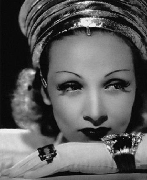 Marlene-Dietrich-wearing-Verdura-jewellery-diamond-platinum-and-gold-'Lily'-bracelet