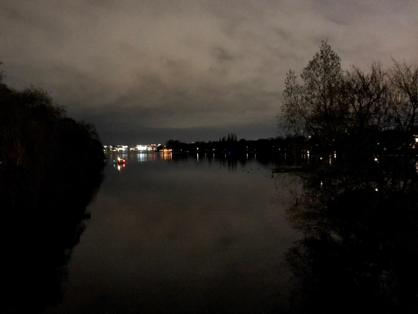 Alster im Dunkeln