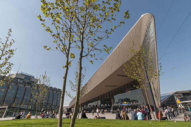 Het nieuwe stationsplein Beeld Peter Schmidt