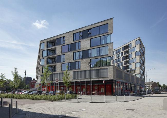 Nieuwbouw met winkels aan het Dr. Struyckenplein in Breda; zorgvuldig ingepast in de bestaande stedenbouwkundige structuur.  Beeld JMW architecten en Mix Architecten.