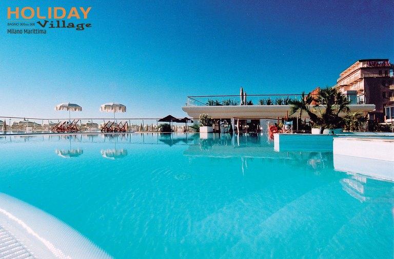 "alt=""piscina Hotel Des Bains Milano Marittima"""