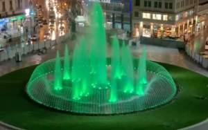 Εντυπωσιακή η νυχτερινή όψη της νέας πλατείας Ομονοίας (βίντεο)