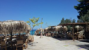 Tourismus in den Startlöchern: mehr Flüge und größere Abstände am Strand