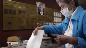 Russia reforms: Putin strongly backed by voters, partial results