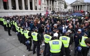 Βρετανία: 6.042 νέα κρούσματα, 34 νεκροί και διαδηλώσεις κατά των «ηλίθιων κανόνων»