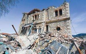 Πληγές και ανησυχία για τους μετασεισμούς στη Θεσσαλία