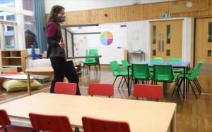 Βρετανία: Επιστροφή στα θρανία για τους μικρούς μαθητές