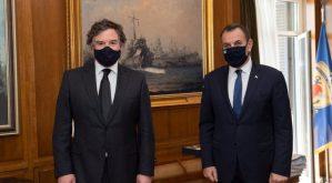 ΥΕΘΑ: «Ύποπτη» συνάντηση με τον Βρετανό Υπουργό Αμυντικών Εξοπλισμών [pic]