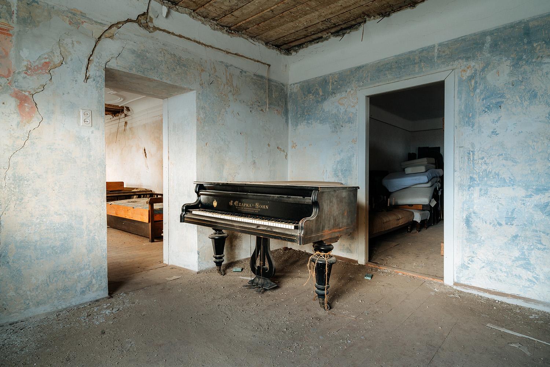 requiem pour pianos 89 | Serie Requiem pour pianos | Romain Thiery