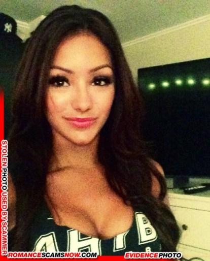 Melanie Iglesias 24