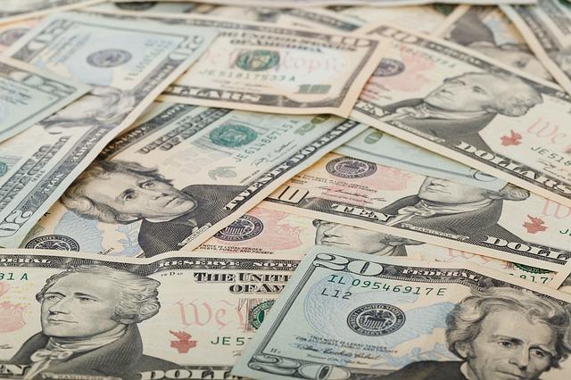 wealth-69525_640