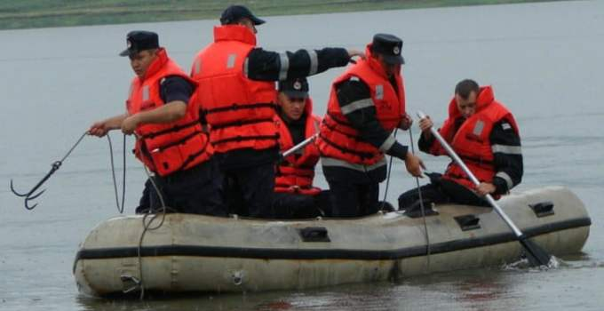 Patru copilași au fost luați de ape după o furtună puternică. 30 de pompieri ISU sunt în căutarea lor. 16