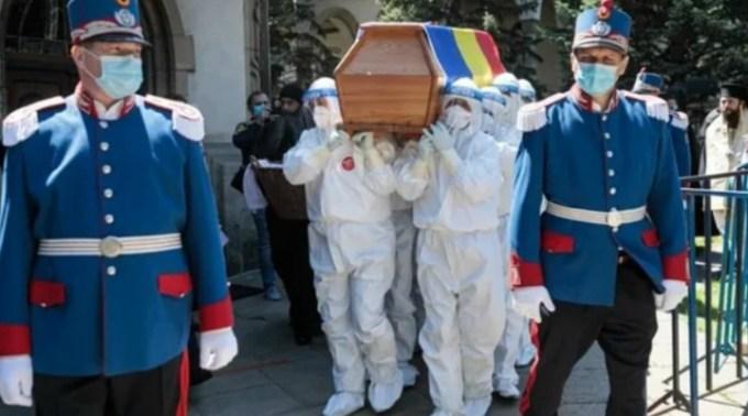 Raed Arafat explică de ce a permis ca ÎPS Pimen să fie înmormântat cu mii de oameni în plină pandemie de coronavirus 1