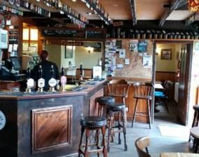 Va fi la fel și în România? Noi reguli în pub-urile englezești după ridicarea restricțiilor: Nu se mai bea la bar, sarea și piperul dispar de pe mese 14