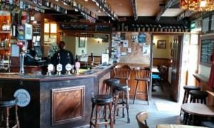 Va fi la fel și în România? Noi reguli în pub-urile englezești după ridicarea restricțiilor: Nu se mai bea la bar, sarea și piperul dispar de pe mese 45