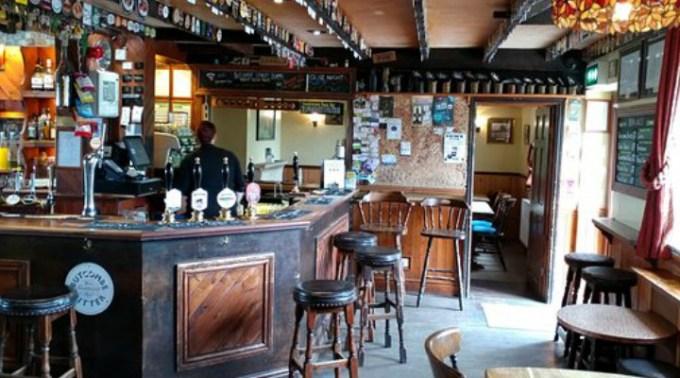 Va fi la fel și în România? Noi reguli în pub-urile englezești după ridicarea restricțiilor: Nu se mai bea la bar, sarea și piperul dispar de pe mese 1