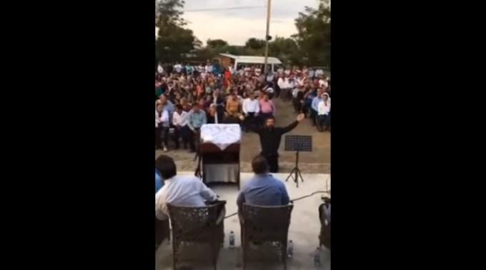(Video) Peste 200 de oameni au participat în Galați la o întrunire religioasă la care au cântat și s-au rugat să dispară coronavirusul. Poliția a dat amenzi 1